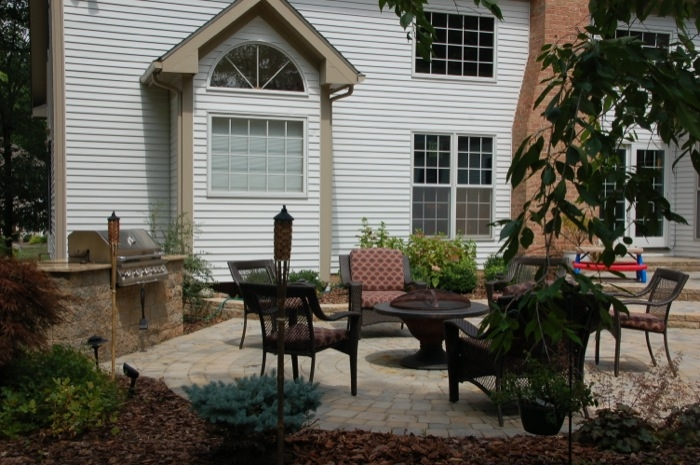 Outdoor Grill Area & Outdoor Dining Patio