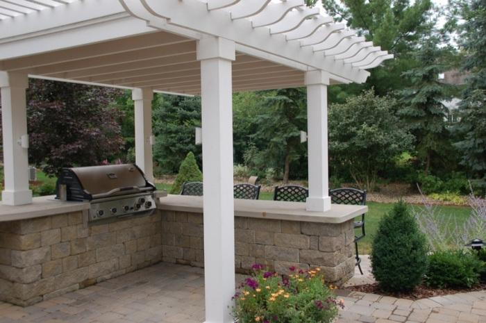 Outdoor Bar & Grill with Pergola Shade Structure